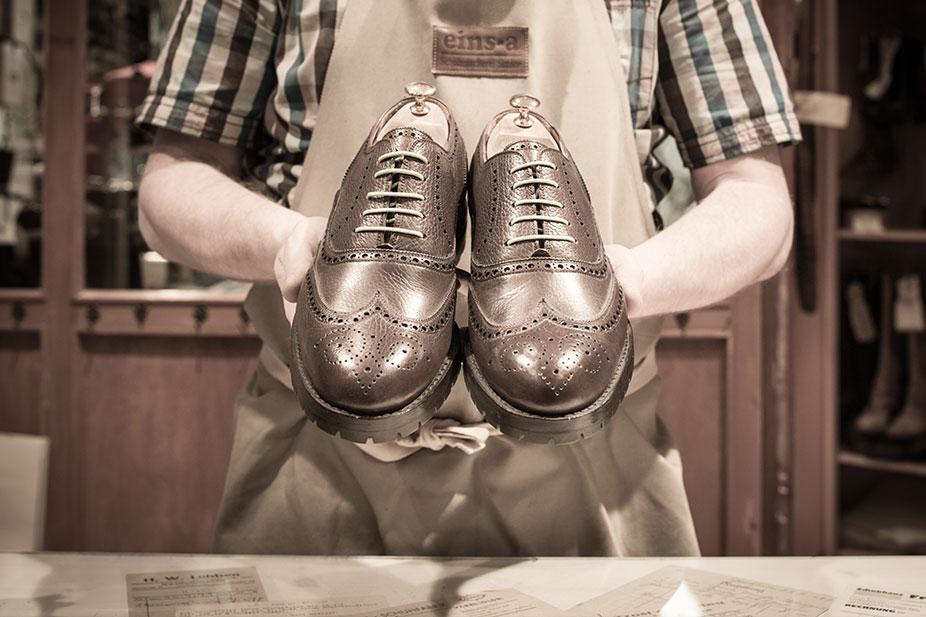 Maßgefertigte Schuhe abholen